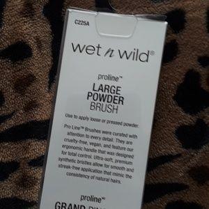 wet n wild Makeup - Wet N Wild Proline Large Powder Brush